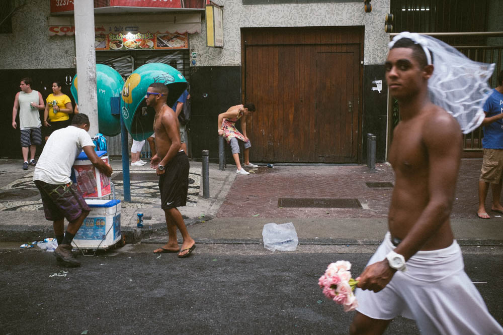 Using the x100s for street photography during carnaval in Rio de Janeiro