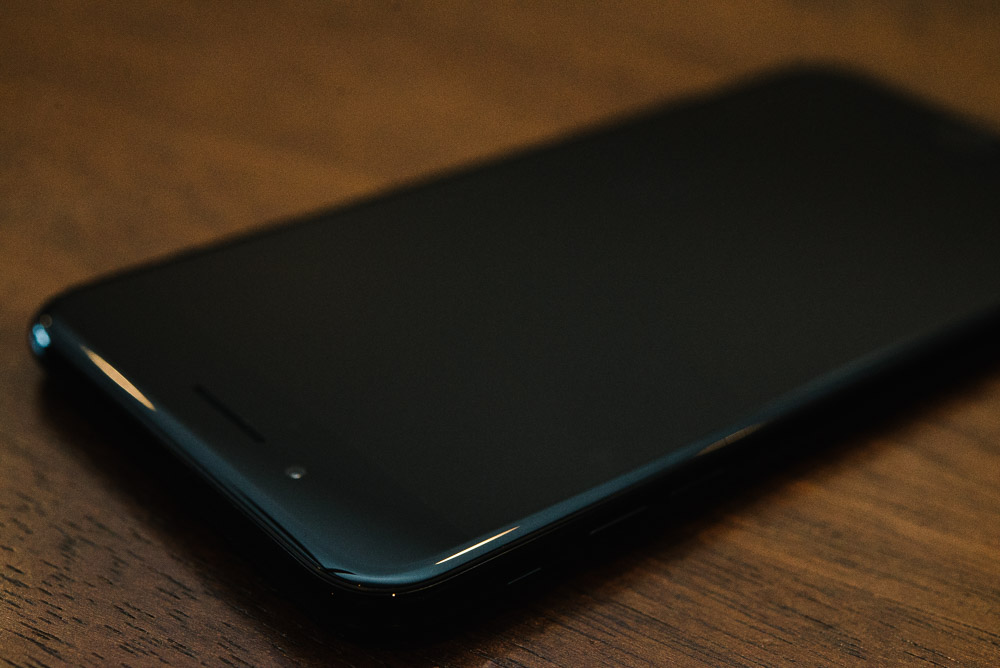 Photo of the front of the iPhone 7 Plus showing the small selfie camera