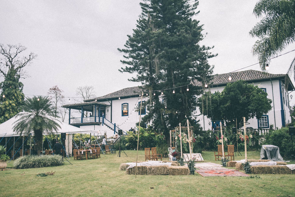 Image of an outdoor wedding photography venue on a cloudy day