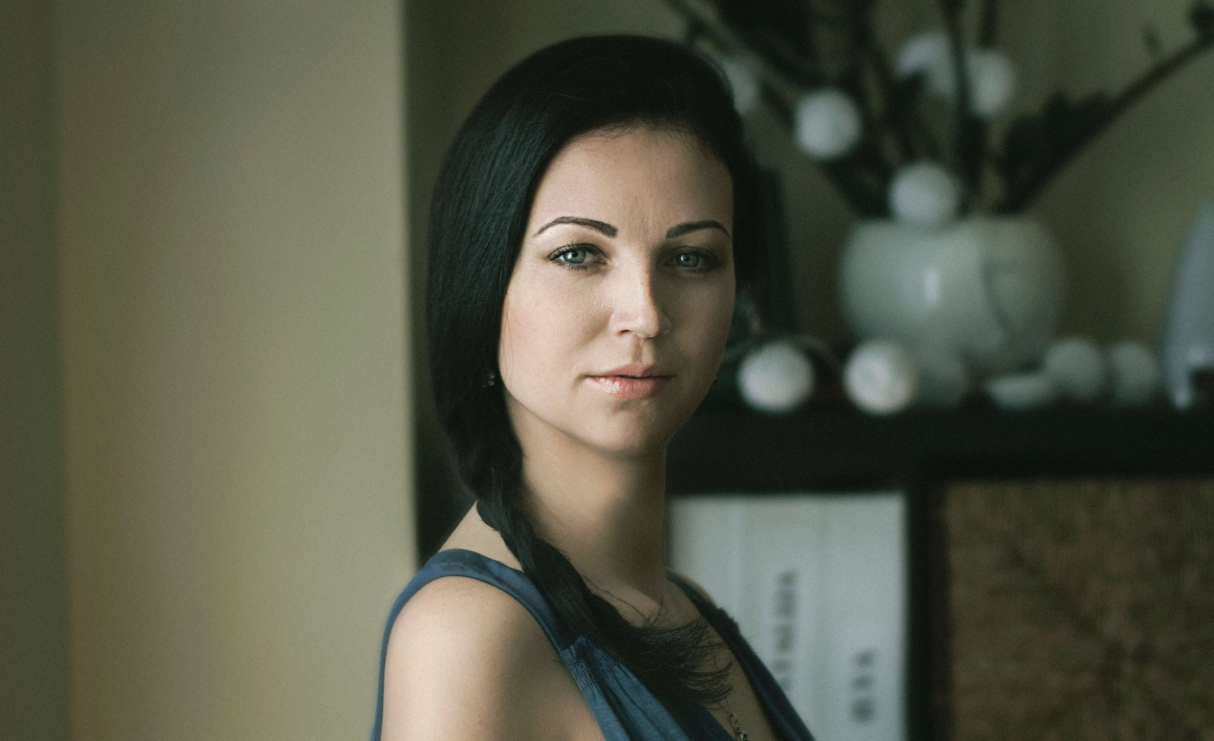 Image of a portrait of a woman using natural window light to show indoor photography tips