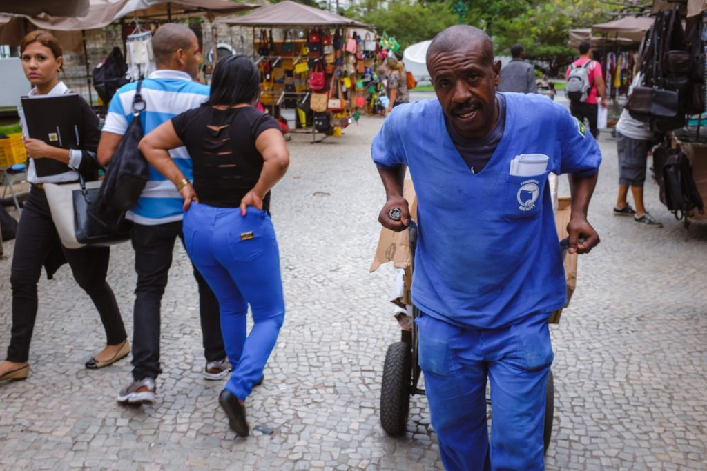 Street photography image of a worker in downtown Rio de Janeiro shot with a 35mm equivalent lens